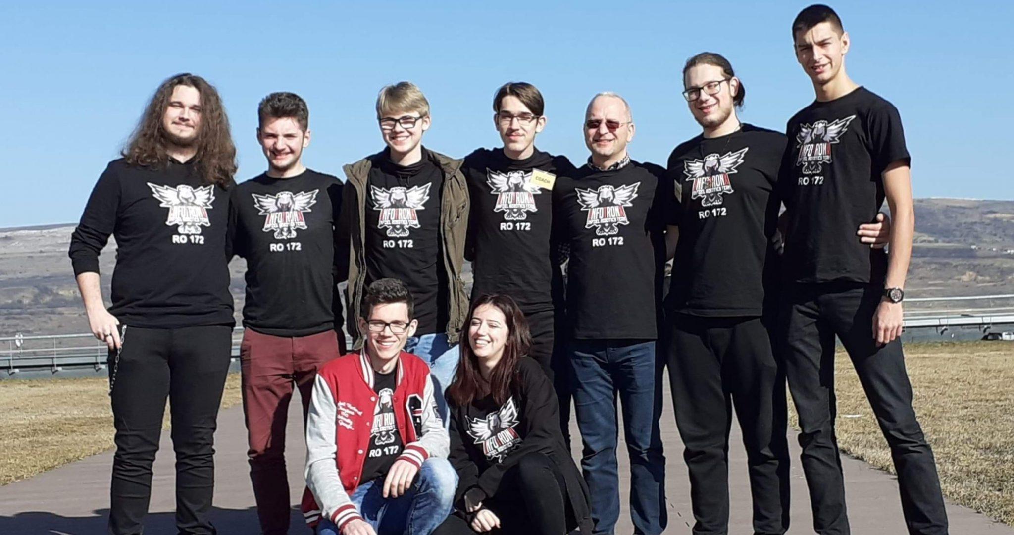 Echipa Noastră InfoTronX
